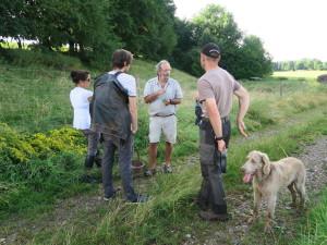 Dozent Rainer Schall erklärt die verschiedenen Kräuter